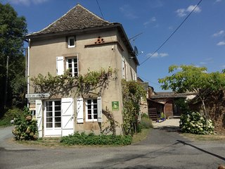 Comfortable Gite with Internet Access and Television - Mirandol Bourgnounac vacation rentals