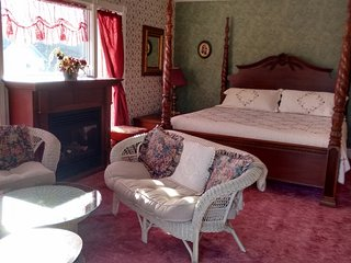 King (Honeymoon Suite) Andrea's Bed and Breakfast - Niagara Falls vacation rentals