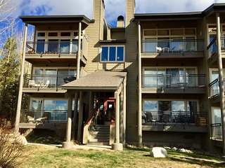 Bright 3 bedroom Keystone Apartment with Internet Access - Keystone vacation rentals