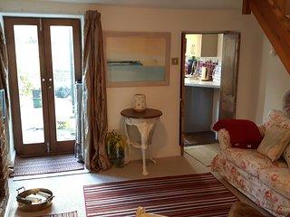 Grace Cottage, Bruton, WIFI, Sky, Parking, Garden. Week Nights 1 Night Minimum - Bruton vacation rentals