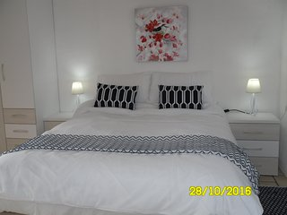 Idylic, Heaven, Mountain Views, Perfect New Beds, A place to come with friends. - Alicante vacation rentals