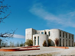 Unique 600 sqm villa with 6 bedrooms, exceptional views, 6 ha of oak forest & heated pool - Mane vacation rentals