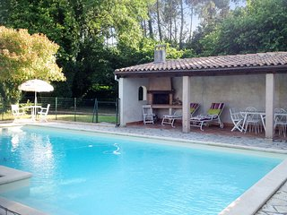 Fantastic, 3 bedrooms house in Casteljaloux, Lot-et-Garonne, w/ large garden & private, secure pool - Casteljaloux vacation rentals