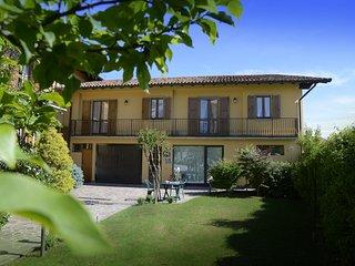 Affascinante casa in centro storico - Barzana vacation rentals