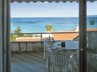 Sunny, 2-bedroom apartment in Kallithea with a furnished balcony and sea views – 60m from the beach! - Kriopigi vacation rentals