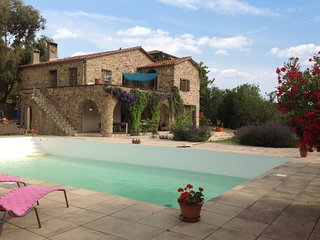 Classic, 5-bedroom mansion in Castelnou with a swimming pool and terrace – 30km from Argeles! - Castelnou vacation rentals