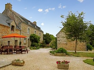 Traditional, 5-bedroom house with a furnished garden in Trégunc – situated very close to the ocean! - Tregunc vacation rentals