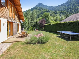 Chalet Montjoie – Beautiful, 4-bedroom chalet with mountain views in the Rhône-Alpes region - Saint Jean d'Aulps vacation rentals