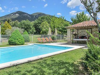 Mas de Rustrel – a rustic, 4-bedroom stone farmhouse with a spacious garden and swimming pool! - Rustrel vacation rentals