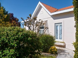 Laureac - Modern, 2-bedroom house with a furnished terrace, garden and private swimming pool! - Pessac vacation rentals