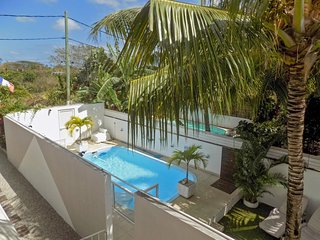 Spacious, 2-bedroom duplex apartment in Pereybere with a swimming pool, garden, WiFi and private balcony! - Pereybere vacation rentals