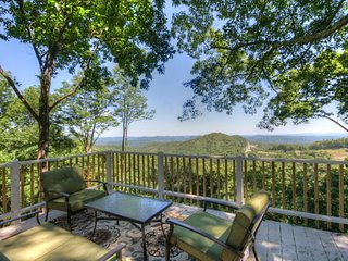 Cute Mountain Cottage close to Downtown Blowing Rock with Multi-Mile Views - Blowing Rock vacation rentals