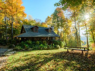 3BR, Boone NC, King Suite, Hot Tub, Outdoor Fire Pit, Vaulted Ceilings, Sleeps - Boone vacation rentals