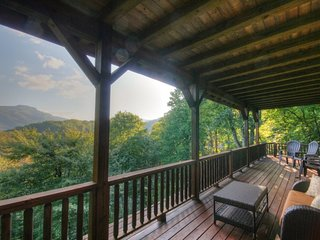 4BR, Grandfather Views, 6 Flatscreen TVs, King Suite with Jacuzzi Tub, Granite, Stainless, Stacked Stone Fireplace, Game Loft, Pool Table, Shuffleboard, Media Room with Dry Bar, Close to Boone, Banner Elk, Sugar Mtn, Valle Crucis, Hawksnest Snow Tubing - Foscoe vacation rentals
