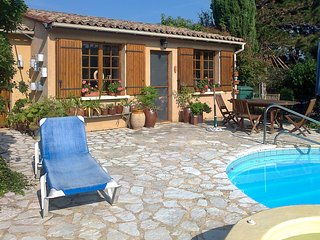 Traditional, 2-bedroom house in Trémolat with WiFi, furnished garden and a private swimming pool! - Tremolat vacation rentals