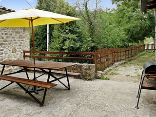 Gite La Terrasse – a traditional, 2-bedroom stone cottage in Saint-Basile with a terrace and BBQ! - Saint-Basile vacation rentals