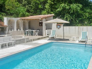Traditional, 4-bedroom house with a furnished patio, garden area and private swimming pool! - Varages vacation rentals