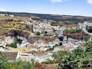 Traditional, 3-bedroom house in downtown Setenil de las Bodegas with a balcony and gorgeous views! - Setenil de las Bodegas vacation rentals