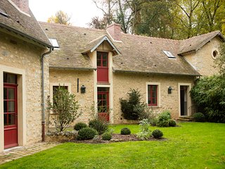 "Private Domain of the Castle of Courances - ""La Pompe"" lovely house overlooking a classified garden 60km from Paris - Courances vacation rentals"