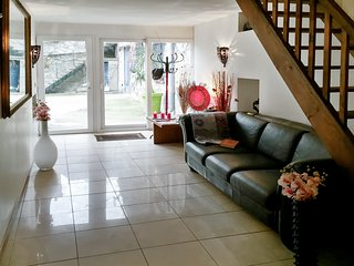 Well-appointed 4-bedroom duplex in quaint Milly-la-Forêt with furnished terrace, garden and WiFi! - Milly-la-Foret vacation rentals