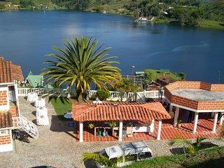 Finca la Aurora el Peñol – a spacious house, WiFi, views of the lake near el Peñol – sleeps 6! - Guatape vacation rentals