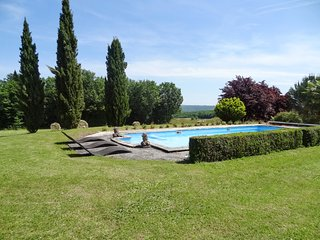 Spacious, 4-bedroom house with magnificent views, an extra pool house and a swimming pool - Saint-Amand-de-Coly vacation rentals