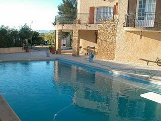 Modern, 1-bedroom apartment in Six-Fours-les-Plages with a swimming pool – 3km from the beach! - Six-Fours-les-Plages vacation rentals