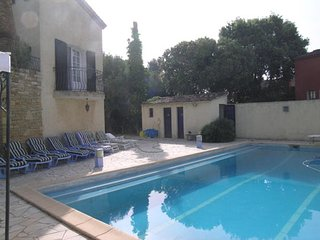 Sunny, 1-bedroom apartment in Six-Fours-les-Plages with a swimming pool – 3km from the beach! - Six-Fours-les-Plages vacation rentals