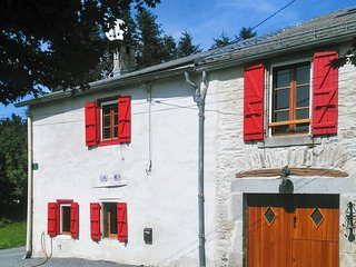 Well-appointed 1-bedroom house with a large garden in verdant Laprade, France - sleeps 5! - Les Martys vacation rentals