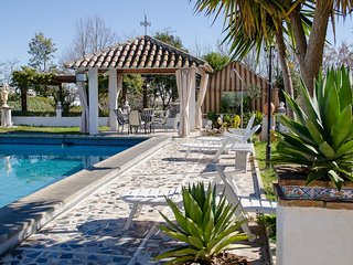 Gorgeous, 4-bedroom chalet, WiFi, swimming pool and a shaded, furnished terrace in Montemayor! - Montemayor vacation rentals