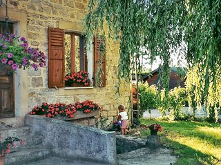Gîte Montmillon - a traditional, 2-bedroom house with a furnished terrace and garden in Chamblay! - Ecleux vacation rentals