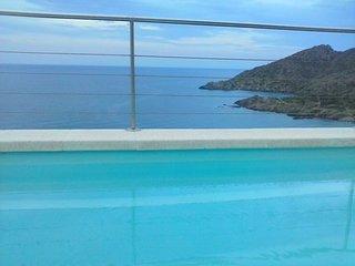 Sunny two-story apartment in El Port de la Selva with a pool and WiFi - 200m to the beach! - El Port de la Selva vacation rentals