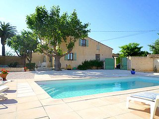 Bright, 4-bedroom house with WiFi, a furnished terrace and a swimming pool in coastal Hyères! - Hyeres vacation rentals