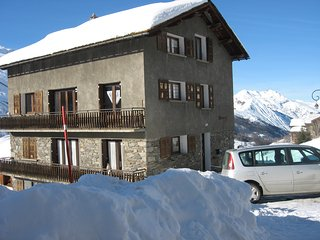 Génépi 2 – a spacious, 2-bedroom apartment located in the Alps, les Menuires / 3 vallées – 100m from the slopes! - Les Menuires vacation rentals