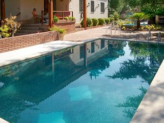 Spacious, 6-bedroom house in Vallmoll with a swimming pool and WiFi – 10km from Reus and Tarragona! - Vallmoll vacation rentals