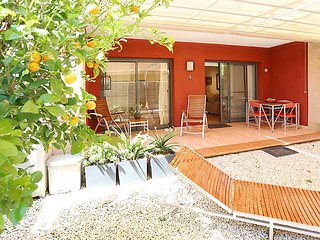 Modern, 1-bedroom apartment in L'Eucaliptus with a shaded terrace and air con – 100m from the beach! - Sant Jaume D'enveja vacation rentals