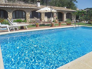 La Solana - a gorgeous, 3-bedroom house in Parcent with a swimming pool and a furnished terrace! - Murla vacation rentals