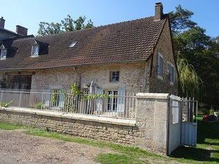 Nice House with Washing Machine and Television - Saint-Ambreuil vacation rentals
