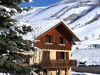 Nice Cabin with Television and Microwave - Les Deux Alples vacation rentals