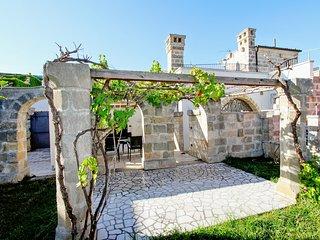 """Le Vieux Pressoir"" beautifully-restored stone house near the Salento coast w/ air con & courtyard - Surano vacation rentals"