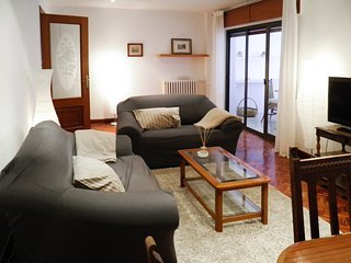 Comfortable, 2-bedroom apartment with a terrace in a quiet neighborhood near the centre of León! - Leon vacation rentals