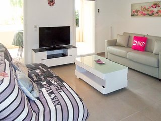 Sunny, 1-bedroom apartment with a swimming pool and furnished terrace in peaceful Saint-Raphaël. - Saint Raphaël vacation rentals
