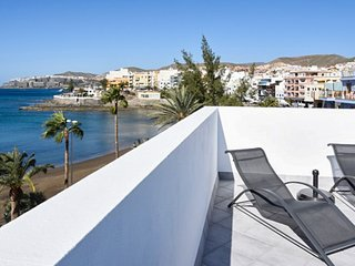 Sunny 2-bedroom apartment in central Arguineguin with a furnished terrace, sea views and jacuzzi! - Arguineguin vacation rentals