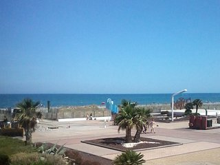 Beautiful 1-bedroom flat in the Pyrenees-Orientales, with sea view & WIFI - 50m from Le Barcares beach! - Le Barcares vacation rentals