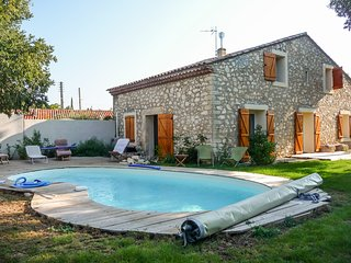 Spacious farmhouse in traditional Gignac with a swimming pool, verdant garden and WiFi – sleeps 10! - Gignac vacation rentals