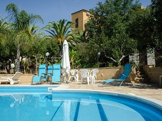 Nice Villa with Internet Access and Shared Outdoor Pool - Villaseta vacation rentals