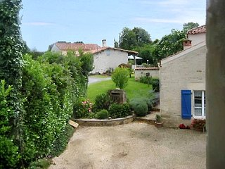 Traditional, 5-bedroom cottage on 200 year-old farm in beautiful La Caillère-Saint-Hilaire, Vendée - La Caillere vacation rentals