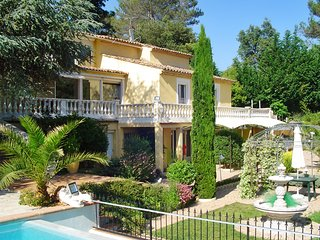 Spacious 3-bedroom villa in relaxed Roquefort-les-Pins with an infinity pool and a pool house - Roquefort les Pins vacation rentals