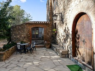 Spacious, converted flour mill in La Morera de Montsant with 7 bedrooms and a furnished terrace! - La Morera de Montsant vacation rentals