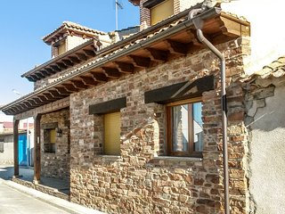 Traditional 3-bedroom House in rural Mudrián with a furnished terrace surrounded by verdant nature! - Gallegos vacation rentals